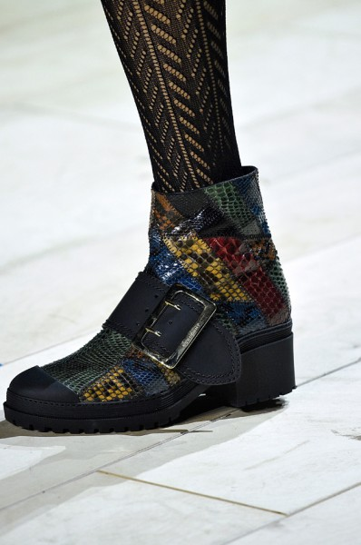 100316-sapatos-burberry-398x600