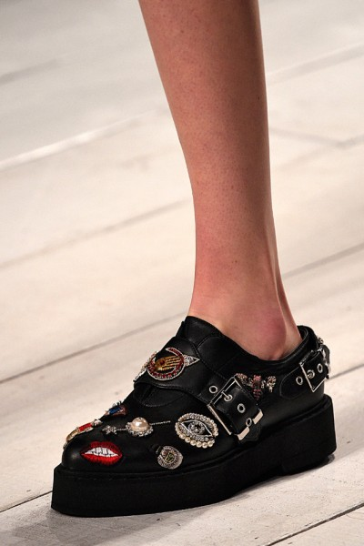 100316-sapatos-mcqueen-400x600