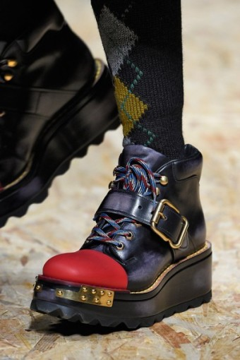 100316-sapatos-prada-400x600