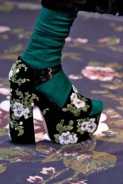 100316-sapatos-rochas-400x600
