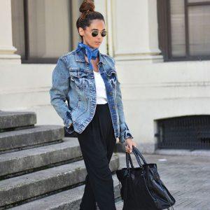 street-style-look-jaqueta-jeans-calca-preta-alfaiataria-tenis-van-bandana-lenco-pescoco-bolsa-preta-300x300