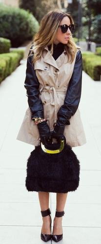 Trench coat com mescla de tecidos_bege e preto_usado como vestido