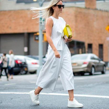 look-macacao-tenis-todo-branco-street-style-fashion-week