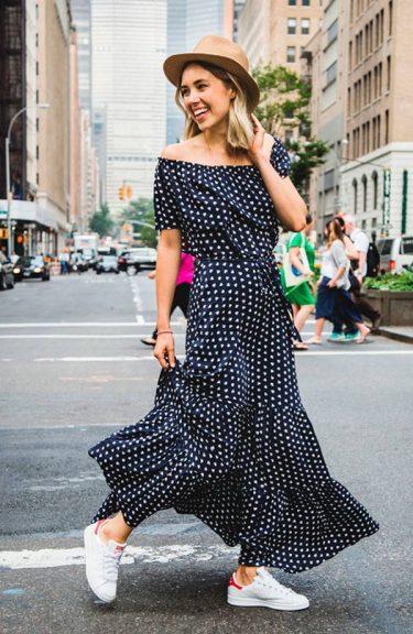 street-style-look-vestido-azul-estampado-chapeu-marrom-tenis-branco-160727-031841