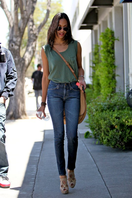 high-waisted-jeans-street-style-4