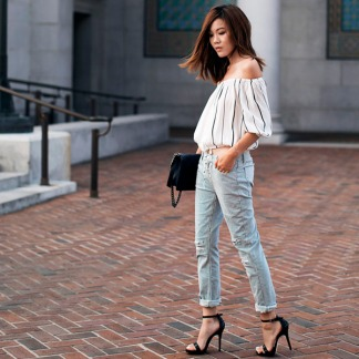 street-style-calca-jeans-sandalia-salto-blusinha-cropped