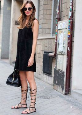 street-style-vestido-preto-gladiadora