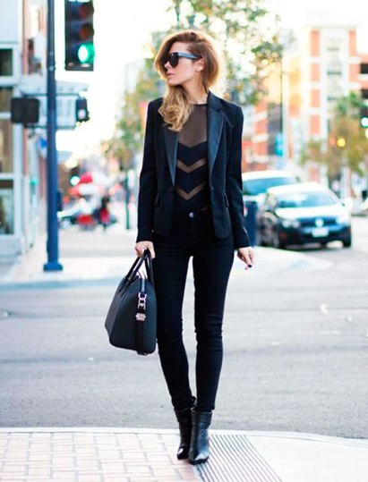 uma-peca-sete-looks-street-style-total-black-blazer-preto-calca-preta-body-transparencia