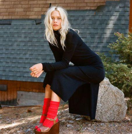 meia-aparente-look-street-style-vermelha-vestido-preto