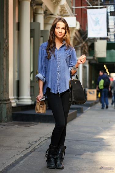 street-style-denim-shirt-boots
