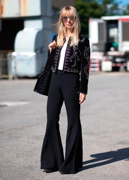 street-style-fashion-look-nyfw-calca-flare-preta-casaqueto-bordado