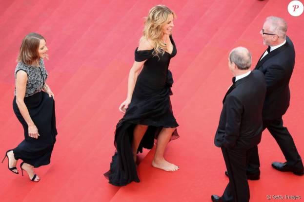julia-roberts-descalça-no tapete-vermelho.jpg