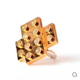 Agabag-Gold-plated-LEGO-bricks-9-600x600