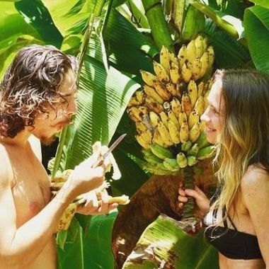 freelee-the-banana-girl-life-in-jungle (2)