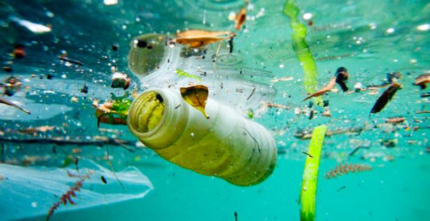 plástico-poluicao-maritima