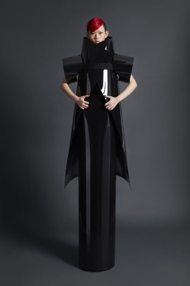 22_gareth_pugh_spring_2018_lookbook_jpg_837_north_1382x_black