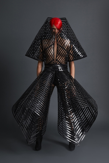 25_gareth_pugh_spring_2018_lookbook_jpg_1692_north_1382x_black