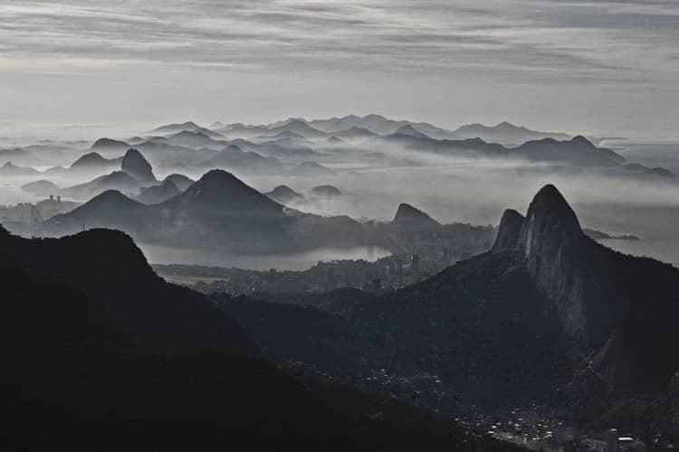 cassio-vasconcellos-fotografias-serie-aereas-1-06-amanhecer-no-rio