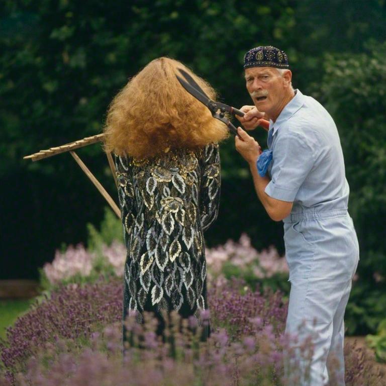 photographer-norman-parkinson-and-fiona-cowan-photo-andrea-holterhof-1981.jpg