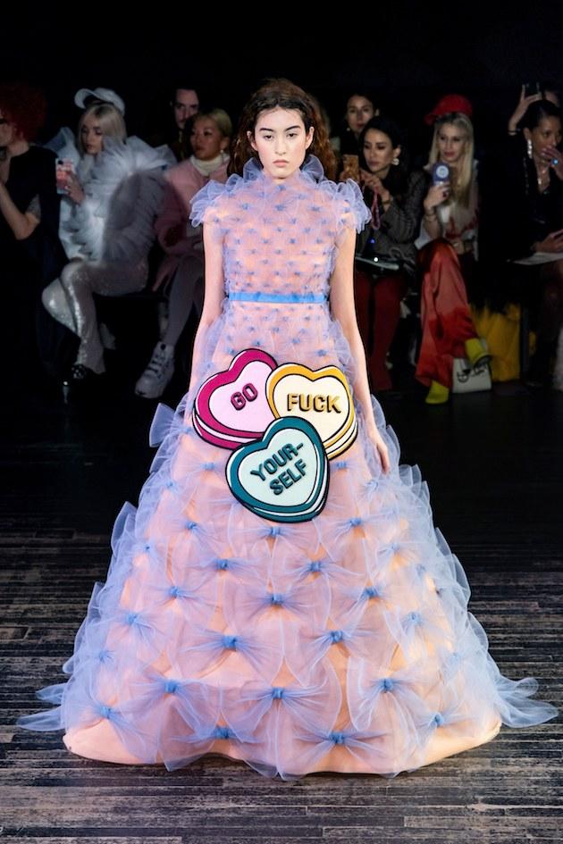 wtf-desfile-viktor-e-rolf-design-ironia-moda-ss-2019 (8)