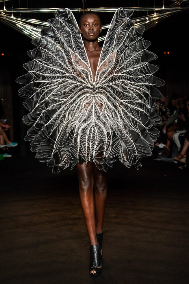 iris-van-herpen-fashion-design-hiver-2019 (15)