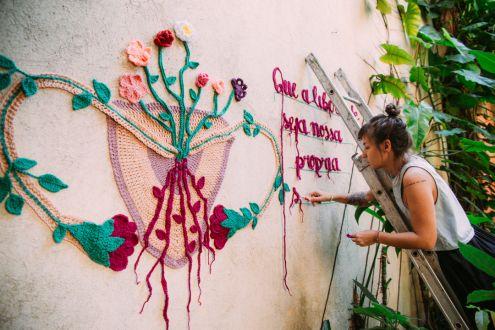 karen-dolorez-arte-para-inspirar-crochê-mural-trabalho-artístico (6)