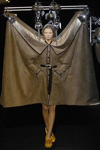 wtf-weird-fashion-design-viktor-&-rolf (1)