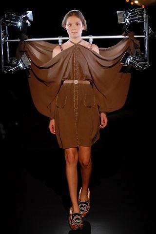 wtf-weird-fashion-design-viktor-&-rolf (2)