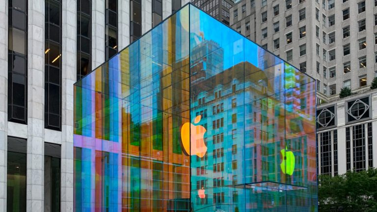 apple_fifth_avenue_iridescent