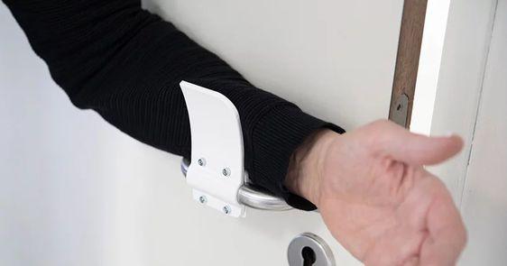 wtf-maçaneta-para-abrir-sem-tocar-as-mãos (3)