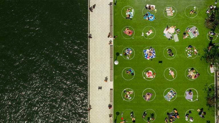 domino-park-social-distancing-circles-design-brooklyn-new-york-usa_dezeen_2364_col_4